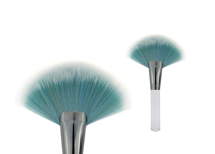 Durable Blue Hair Cosmetic Angled Blush Brush With Large Fan Shaped